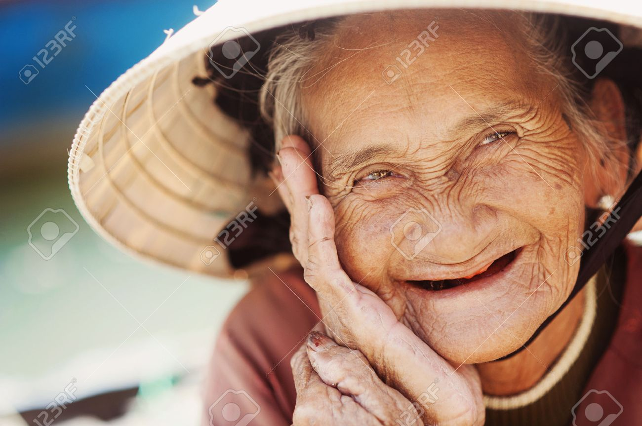Afbeeldingsresultaat voor Woman with wrinkles
